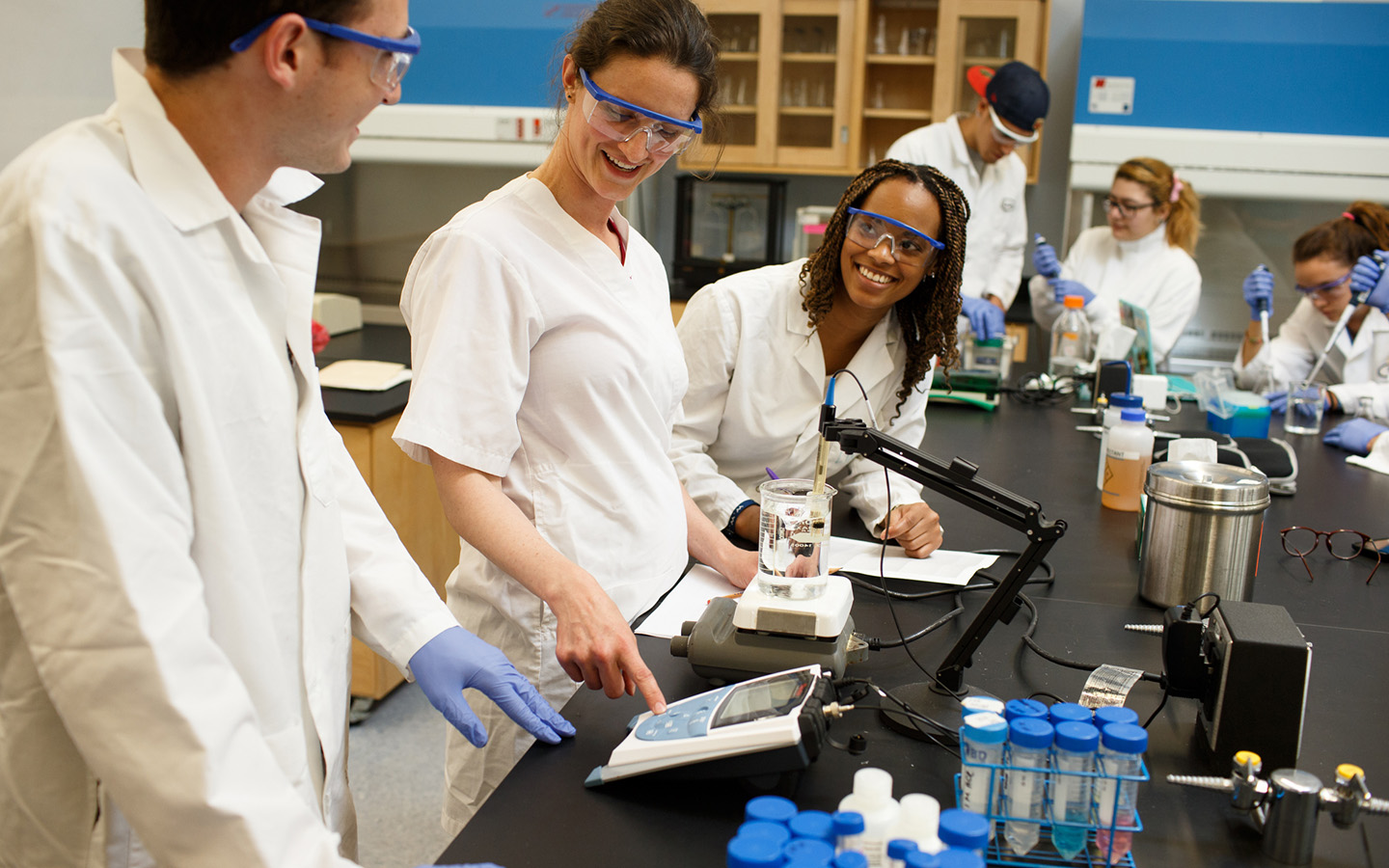 HNU Students working together in science lab